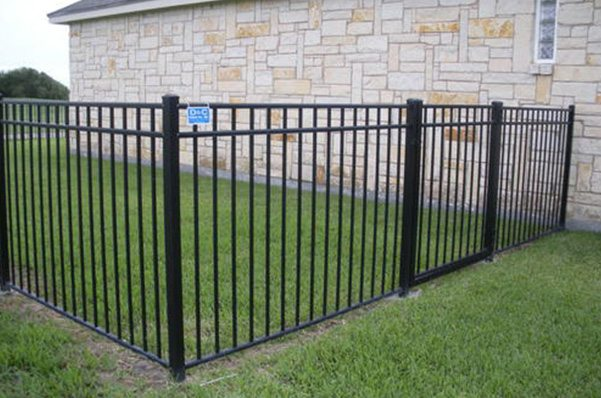 Outdoor Aluminum Fence and Gate in Corpus Christi, Texas