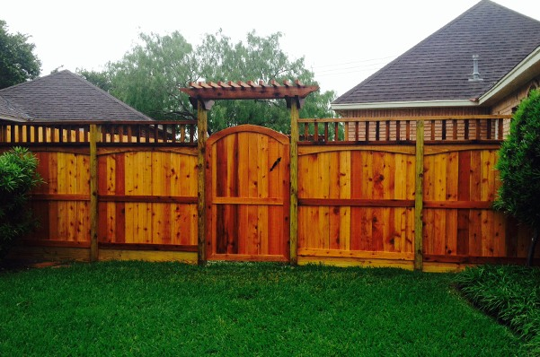 Outdoor wood fence and gate in Corpus Christi, TX