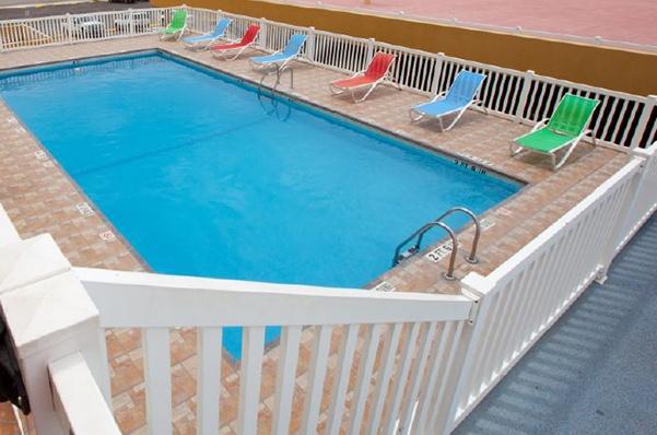 Outdoor pvc/vinyl pool fence